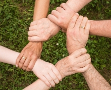 Ręce trzymające się razem